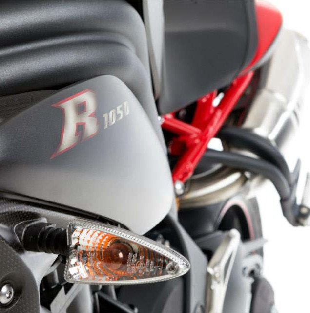 2013-Triumph-Speed-Triple-R-Dark-14