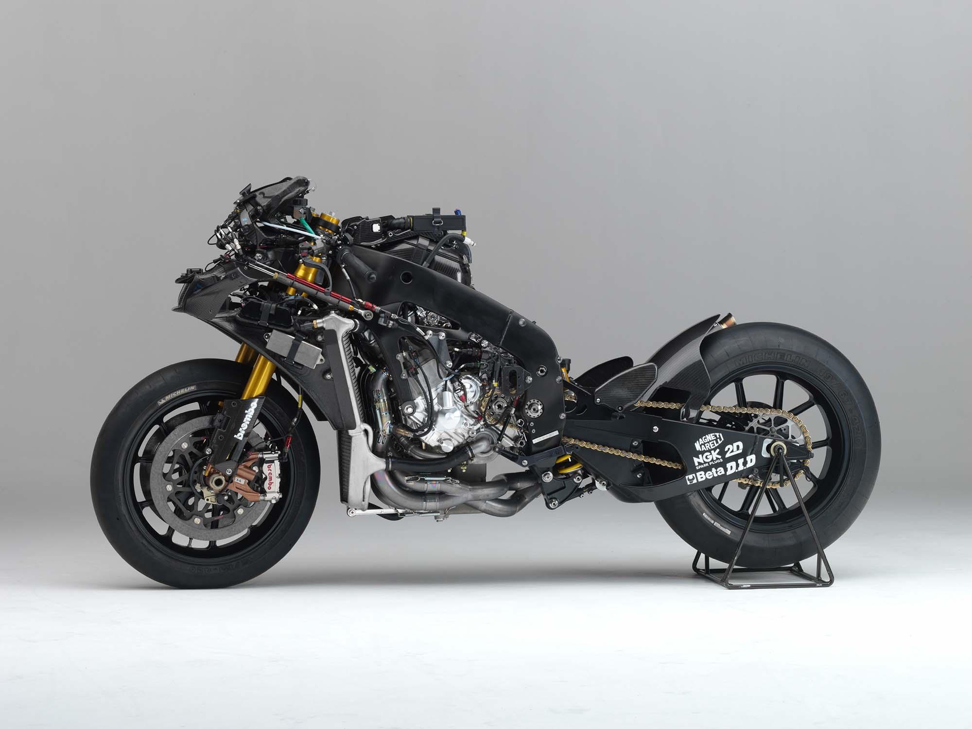 Yamaha YZR-M1: 2013 vs. 2006 - Asphalt & Rubber
