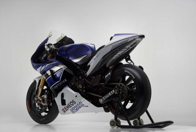 2013-Yamaha-YZR-M1-Jorge-Lorenzo-Valentino-Rossi-02