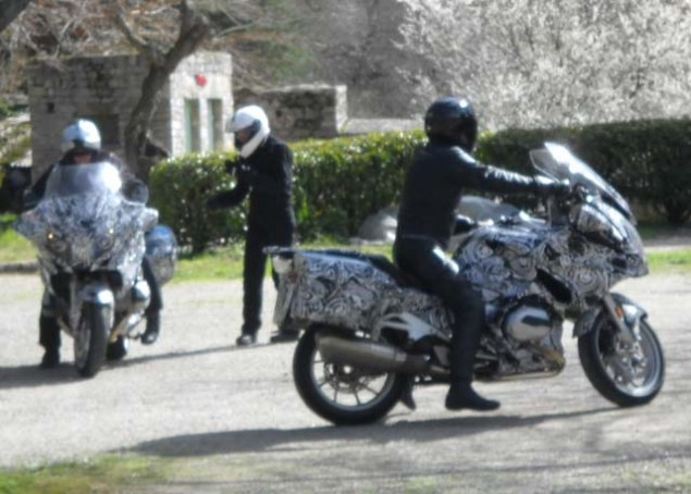 2014-BMW-R1200RT-water-cooled-spy-shot-01