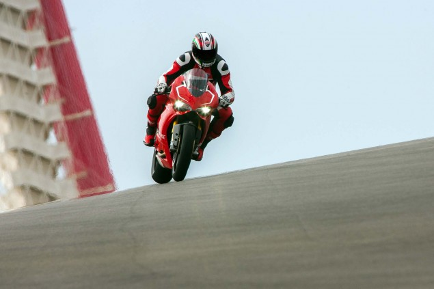 Ducati-1199-Panigale-R-Circuit-of-the-Americas-38