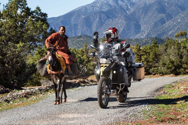 2013-BMW-F800GS-Adventure-outdoor-action-18
