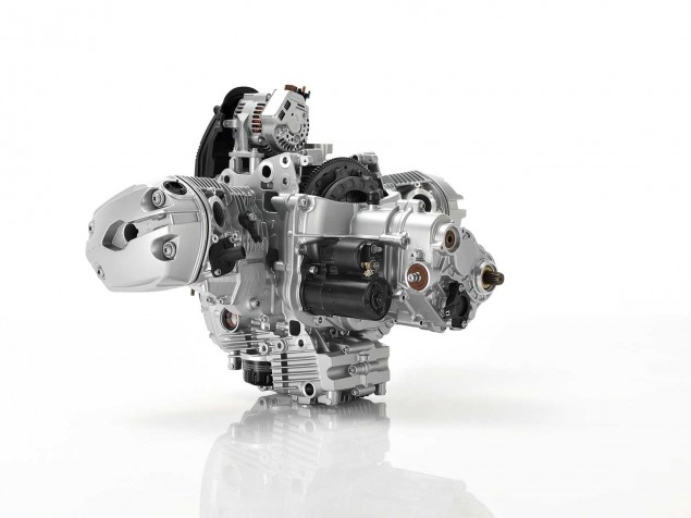 2013-BMW-R1200GS-engine