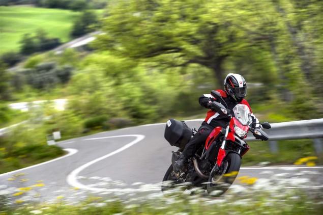 2013-Ducati-Hyperstrada-21