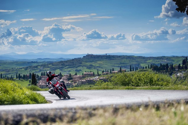 2013-Ducati-Hyperstrada-29