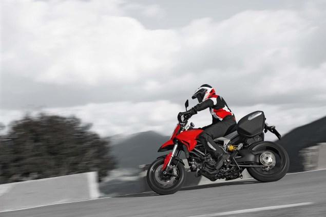 2013-Ducati-Hyperstrada-60