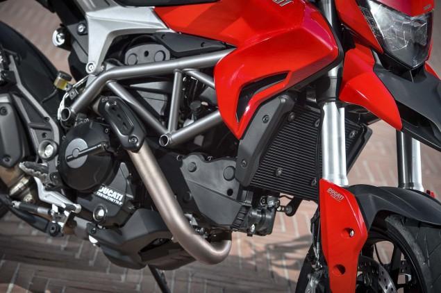 2013-Ducati-Hyperstrada-91