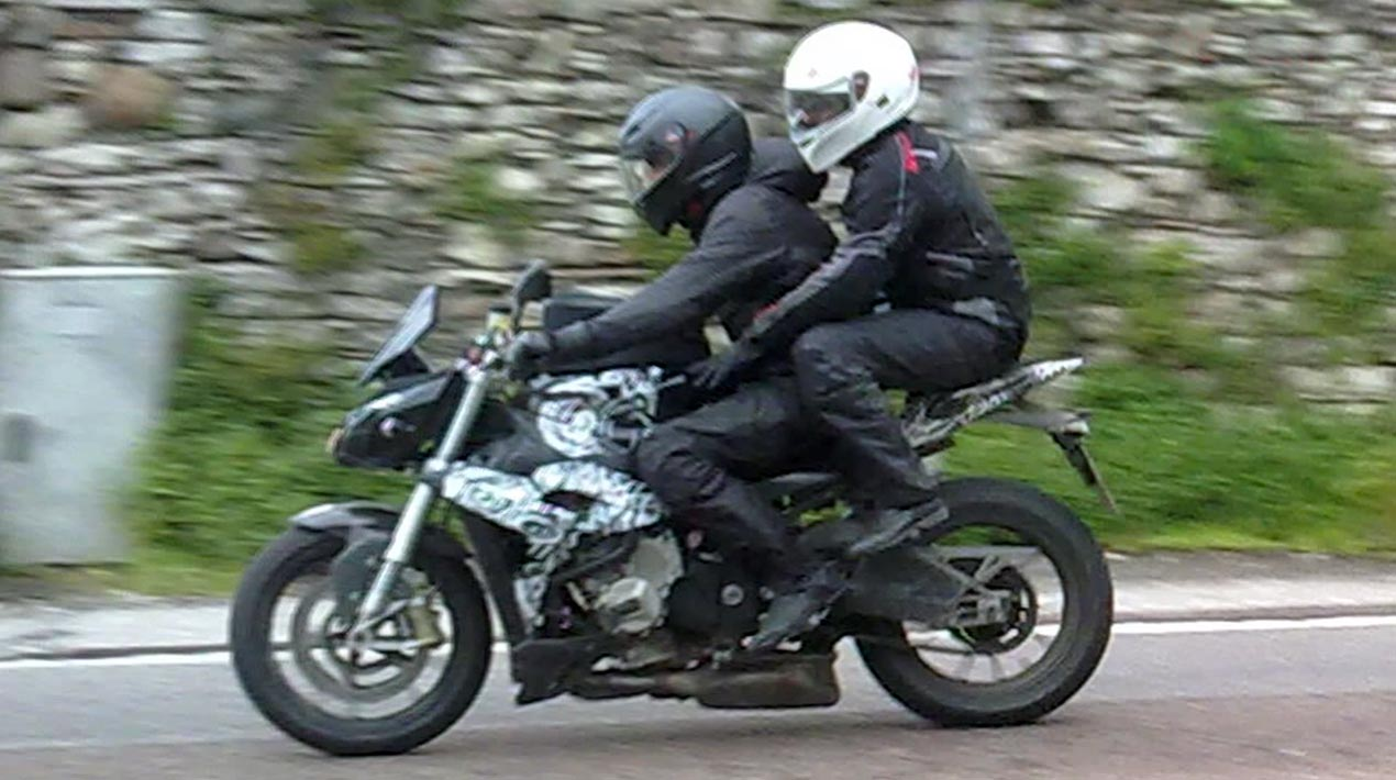 video streetfighter version of the bmw s1000rr spotted. Black Bedroom Furniture Sets. Home Design Ideas
