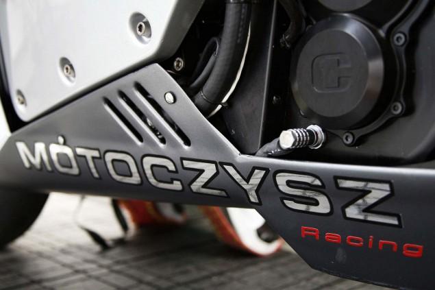 2013-MotoCzysz-E1pc-Isle-of-Man-TT-Zero-11