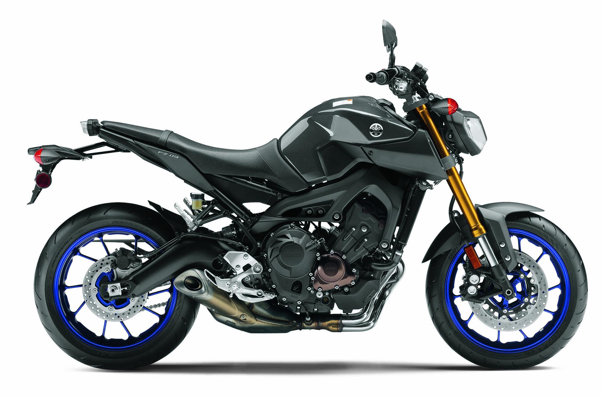 New Yamaha MT-25 naked breaks cover