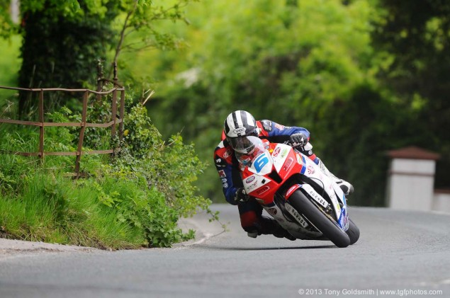 Supersport-Superstock-race-Isle-of-Man-TT-Tony-Goldsmith-09