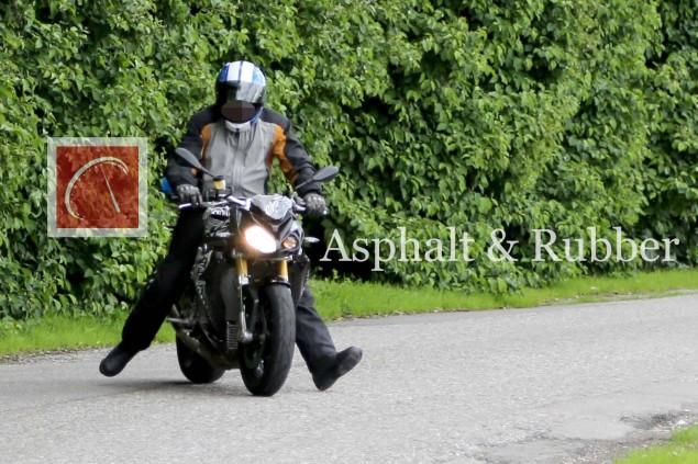 BMW-S1000RR-streetfighter-naked-spy-photo-01