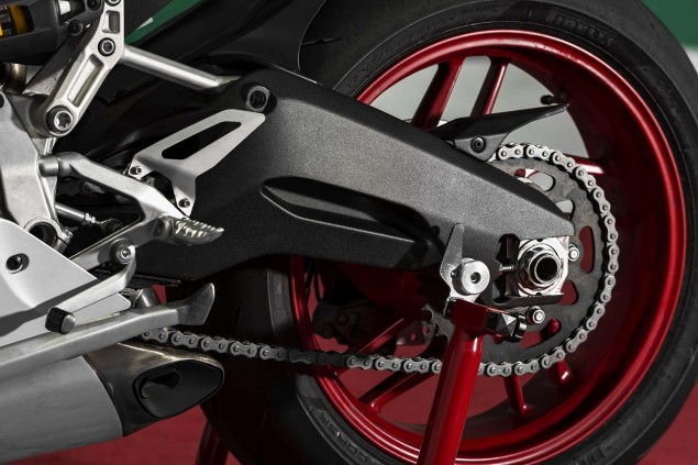 2014-Ducati-899-Panigale-static-18