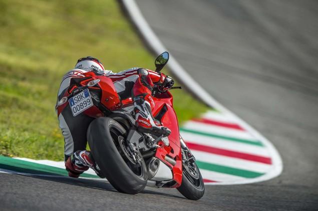 2014-Ducati-899-Panigale-track-22