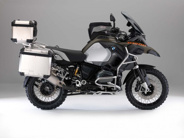 2014-BMW-R1200GS-Adventure-studio-16