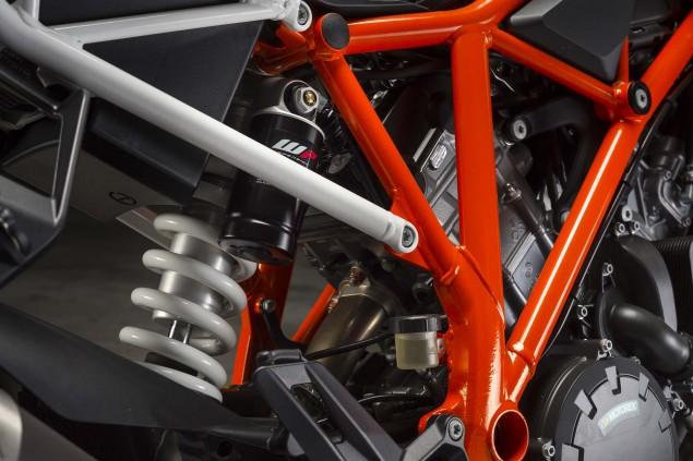 2014-KTM-1290-Super-Duke-R-chassis-07