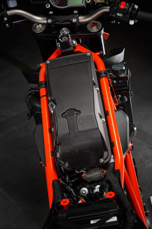 2014-KTM-1290-Super-Duke-R-chassis-15