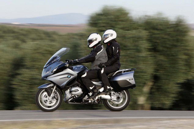 2014-BMW-R1200RT-action-14