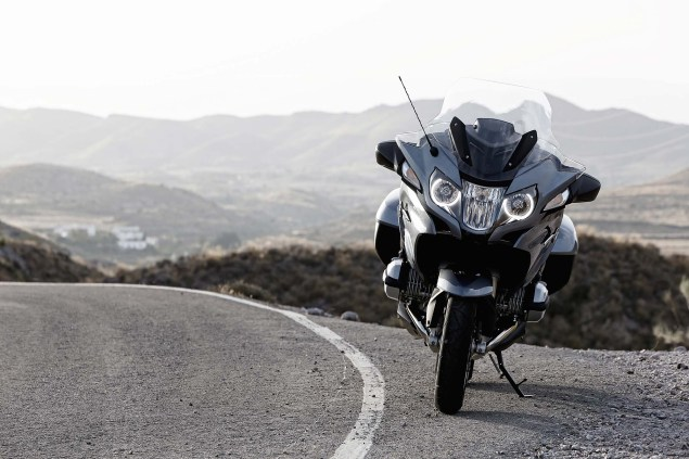 2014-BMW-R1200RT-action-50