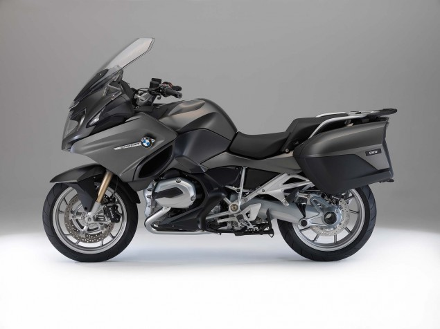 2014-BMW-R1200RT-studio-01