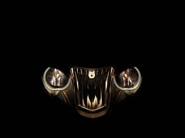 2014-BMW-R1200RT-studio-22