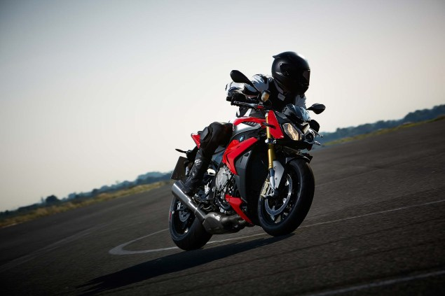 2014-BMW-S1000R-action-45