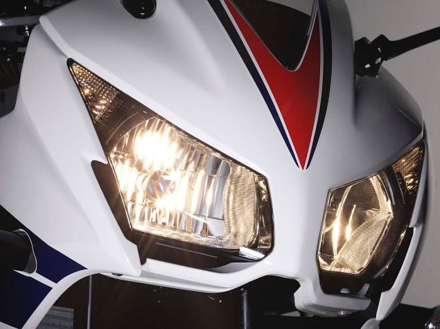 2014-Honda-CBR300R-07