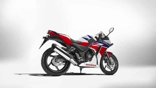 2014-Honda-CBR300R-17
