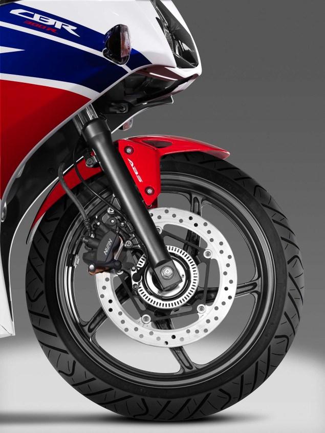 2014-Honda-CBR300R-2101