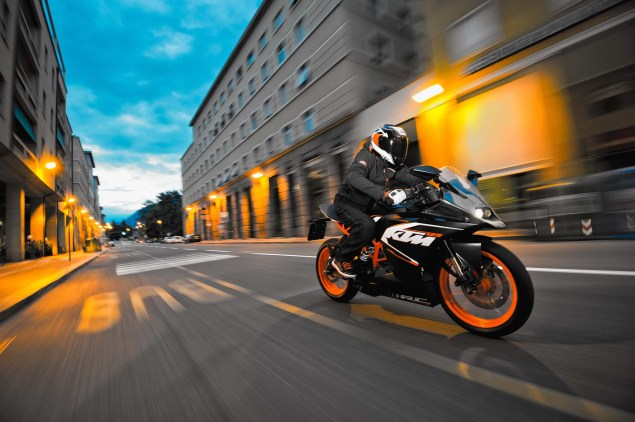 2014-KTM-RC125-action04