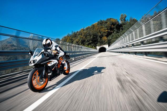 2014-KTM-RC200-action-18