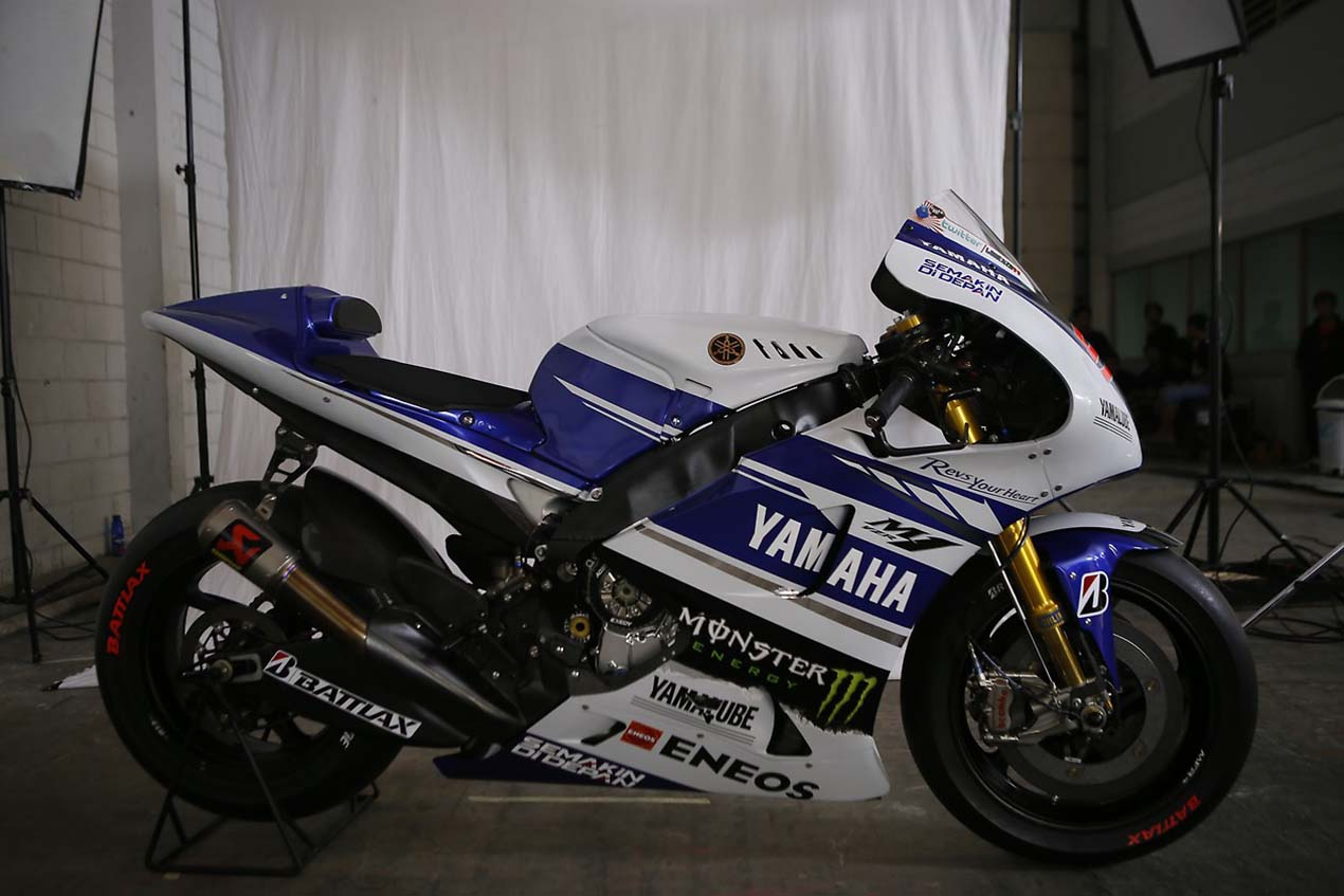 The 2014 yamaha yzr m1 breaks cover in indonesia asphalt for Yamaha m1 for sale