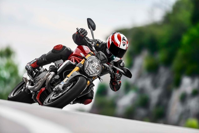 2014-Ducati-Monster-1200-action-05