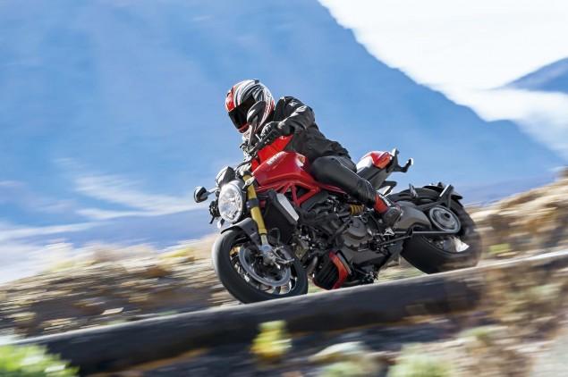 2014-Ducati-Monster-1200-action-07