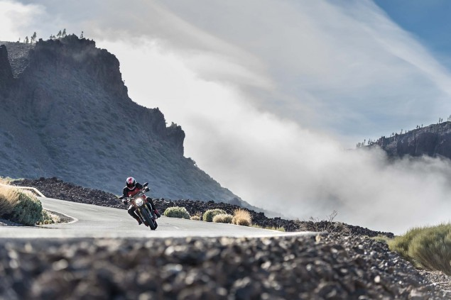 2014-Ducati-Monster-1200-action-22
