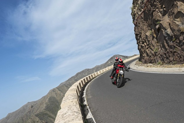 2014-Ducati-Monster-1200-action-36