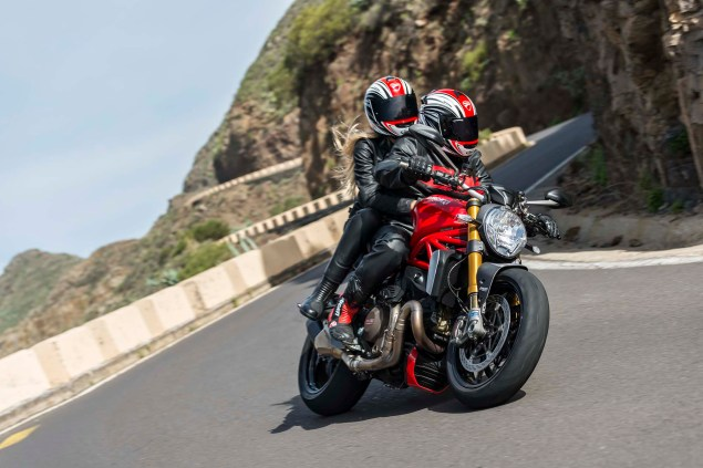 2014-Ducati-Monster-1200-action-37