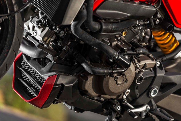 2014-Ducati-Monster-1200-still-25