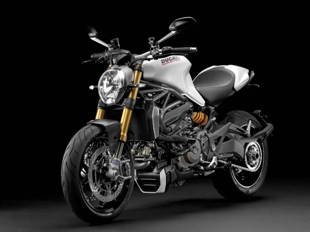 2014-Ducati-Monster-1200-studio-21