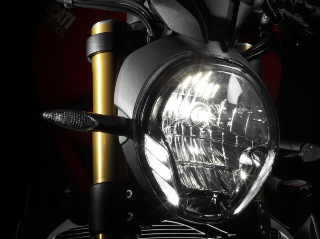 2014-Ducati-Monster-1200-studio-26
