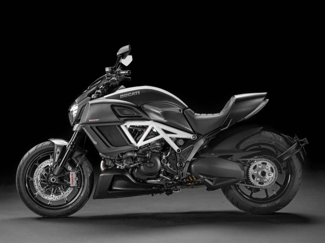 2014-Ducati-Diavel-Carbon-09