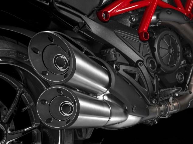 2014-Ducati-Diavel-Carbon-28