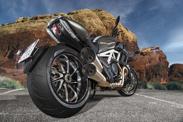 2014-Ducati-Diavel-Carbon-45