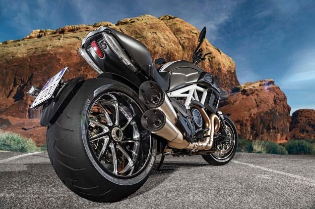 2014-Ducati-Diavel-Carbon-45