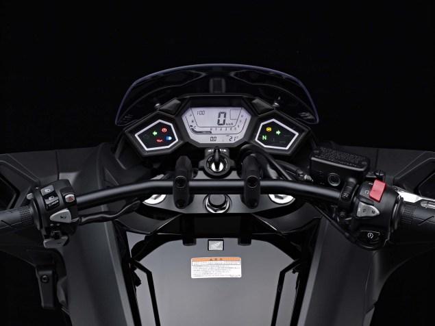 2014-Honda-NM4-Vultus-13