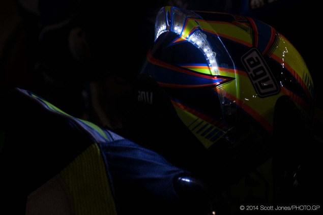 Valentino-Rossi-LED-Helmet-Qatar-Scott-Jones-03