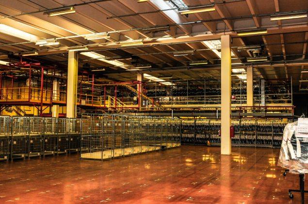 Dainese-Warehouse-racks