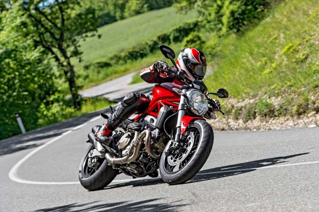 2015-Ducati-Monster-821-108