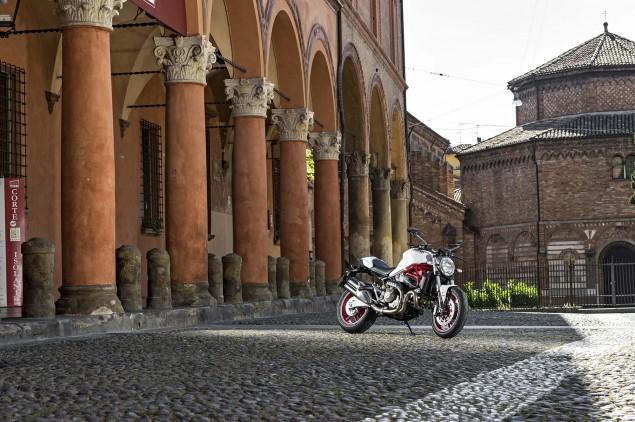 2015-Ducati-Monster-821-13