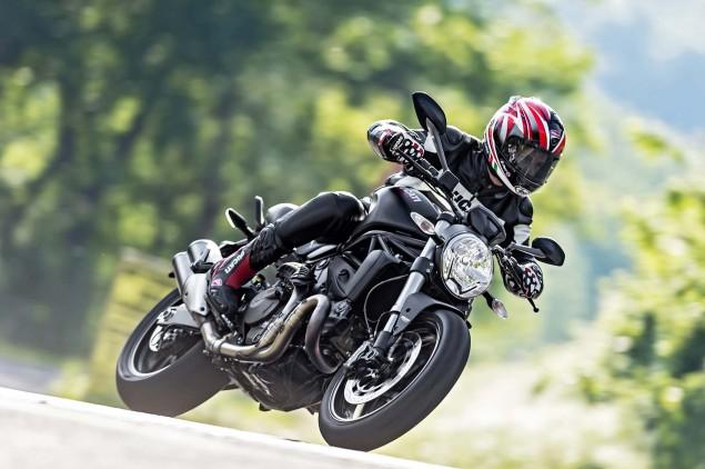 2015-Ducati-Monster-821-77